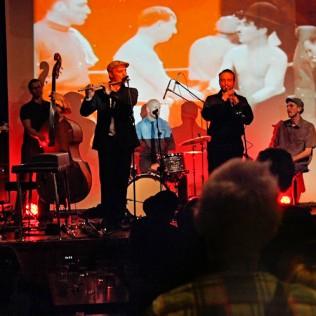Dalindèon Cinematic Experience -esitys elokuvan ja jazzin ystäville esitettiin festivaaliklubilla Dubrovnikissa. Kuva: Isma Valkama