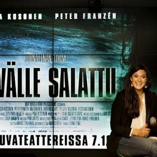 SYVÄLLE SALATTU -elokuvan tähti Krista Kosonen on haastateltavana Elisa Studiossa. Kuva: Marika Kokkinen