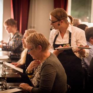 Ravintola Sunnin keittiömestarit olivat rakentaneet herkullisen menun Haute Cuisine -elokuvan inspiroimina! Kuva: Lauri Hassi