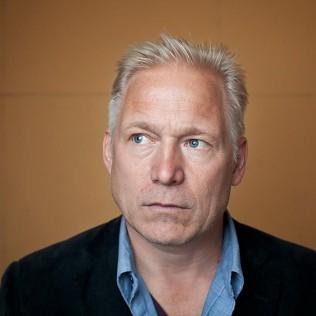 BEHIND BLUE SKIES on palkitun ruotsalaisohjaaja Hannes Holmin uusin elokuva ja osa festivaalin Skandivaltit -sarjaa. Kuva: Simo Karisalo