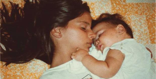 Petra-and-Elena-sleeping high resolution